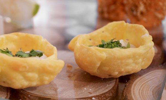 Tartelletta con crema di zucchine e pecorino e dragoncello fresco