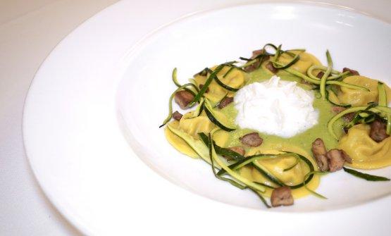 Bottoni di stracciatella, zucchine, foie gras (2010).Al centro, una spuma di parmigiano reggiano