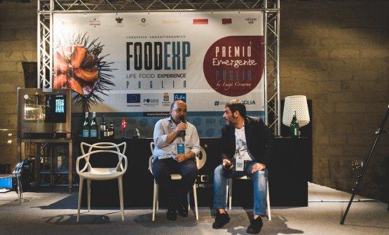 Alessandro Pipero sul palco di FoodExp, mentre dialoga conRosario Di Donna, patron diU Vulesce di Cerignola (foto Riccardo Melillo)