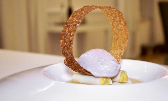 Zuppa di agrumi, gelato di olive nere della Sabina, cioccolato bianco al sale ripieno di mango (2010)