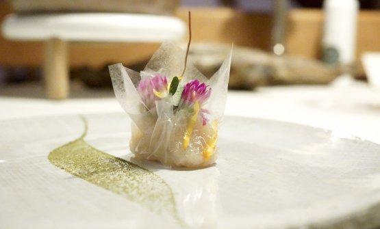 Temolo in fiori di trifoglio e betulla, con cellophane di amido di mais e patate. Altro grande piatto