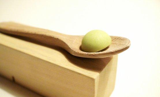 Miniature dolci finali: Pastiglia all'abete, cioccolato bianco, olio del Garda