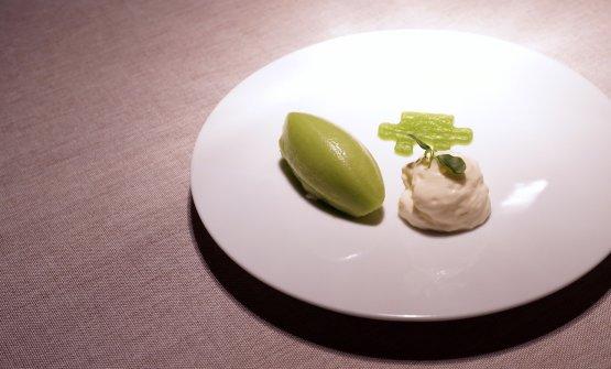 Budino ai cetrioli e passion fruit, sorbetto al cetriolo e crema di latte. Molto fresco e aromatico, la pastry chef è Sandra Kofler. Brava!