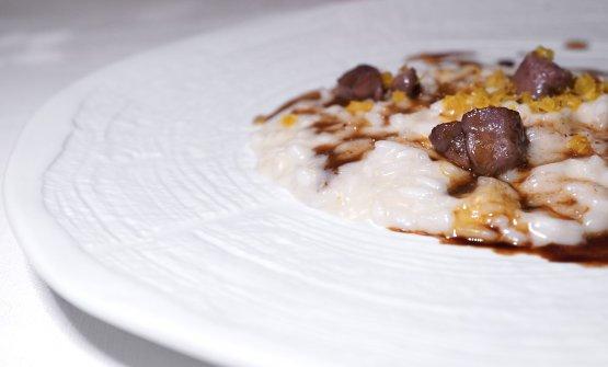 Delizioso questo Risotto con animelle al Porto, bottarga d'uovo affumicato, burro al cirmolo e aceto di mele