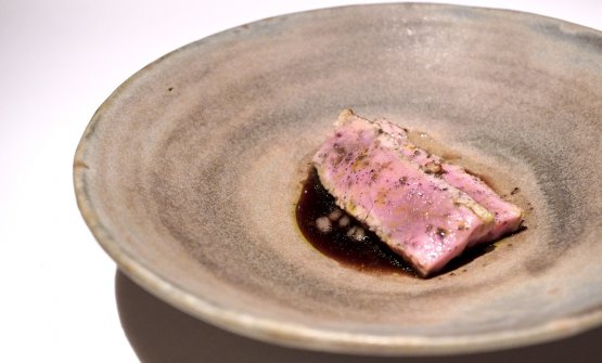 Veal from our masi. Another masterpiece: it's cooked on the embers, its bone marrow is smoked, then green sauce with white currants and mountain herbs, veal jus