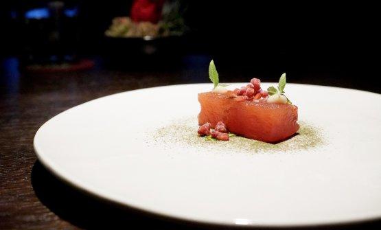 Anguria macerata in tè salato ai frutti rossi, bagna càuda e verbena