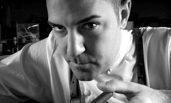 Fabrizio Fiorani, romano, classe 1986, pasticcere del ristorante Luca Fantin al Bulgari Ginza Tower di Tokyo, in Giappone. E' autore del libro Tra l'onirico e il reale, Chiriotti editore, 60 ricette, 74 euro se acquistato online