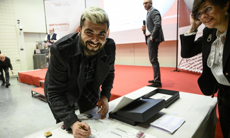 Gennaro Battiloro(miglior chef pizzaiolo, premio al debutto quest'anno).Premia Petra–Molino Quaglia