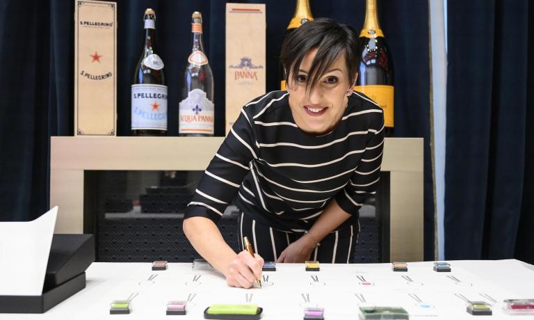 Anna Cardin, la sommelier dell'anno, premiata da Veuve Clicquot Italia