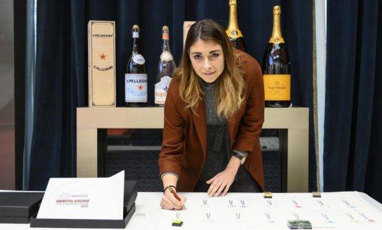 Lucia De Prai, miglior chef pasticciere per la Guida ai Ristoranti di Identità Golose 2019, premiata daValrhona