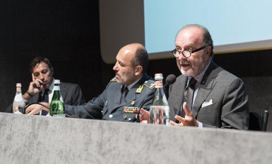 Severino Salvemini mentre parla a un convegno degli Ambasciatori del Gusto