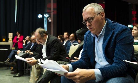 Il caporedattore della Guida, in primo piano, Gabriele Zanatta, e Paolo Marchi