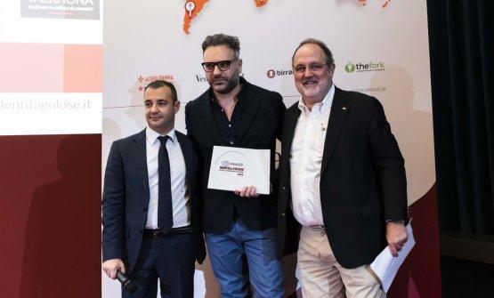 Premio IL MIGLIOR CHEF PASTICCIERE, offerto daValrhona - Igor Maiellano, Direttore Business Unit Italia  CARMINE DI DONNA - TORRE DEL SARACINO - VICO EQUENSE (NAPOLI)