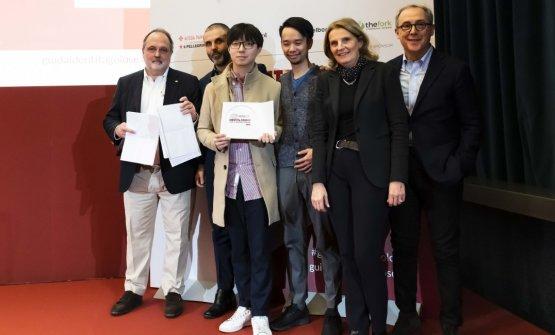 PremioCONTAMINAZIONI, offerto daCaraiba - Cristina Franceschetti e Alessandro Guidi, titolari  CHANG LIU (CHEF) - SERICA - MILANO(con luisul palco anche il patron Mauro Yap e il maitre Alfonso Bonvini)
