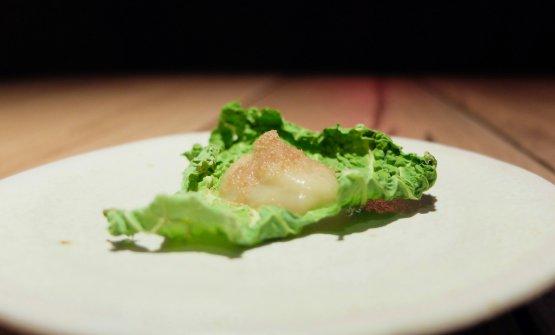 Chips di verza con la sua crema e polvere di manzo