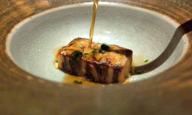 Ottima la Sopa coada: terrina di piccione e anatra, consommé di piccione, riduzione di vermouth