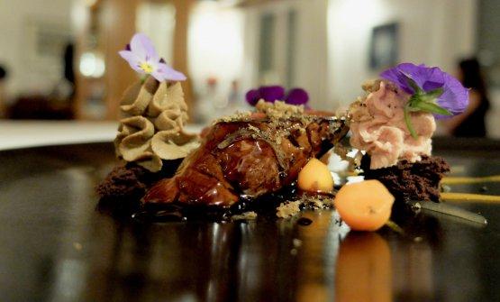 Come una royale: lepre, nocciole, cioccolato, tartufo nero, fegato di piccione, carota, acqua di tartufo nero. Sempre alti livelli in un piatto d'impostazione più classica