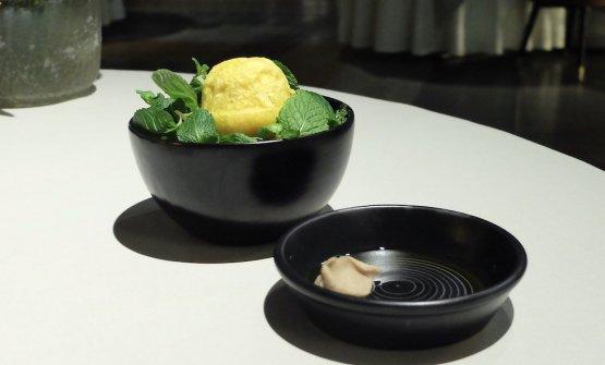 Crema di castagne e rosmarino con panino di zucca e zenzero cotto al vapore, su letto di menta