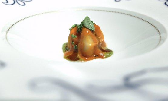 Un piatto nuovo, molto intenso: Peperoni di grano farciti di ostrica cruda, salsa barbecue al peperone crusco, salicornia e maggiorana