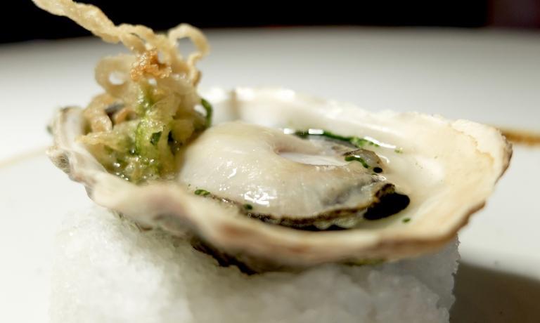 Ricordo di un viaggio in Vietman: ostrica alla griglia mangia e bevi