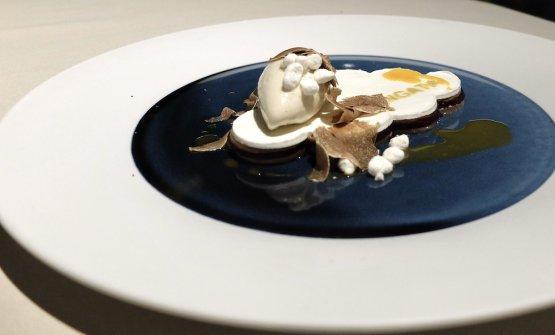 Nuvola di bosco, olivello spinoso, meringa, funghi, amarene, tartufo bianco e gelato al tartufo bianco