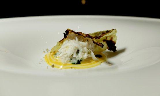King crab, cavolo cappuccio marinato nel miso, salsa di zucca gialla(2017): altro piatto di gran classe, con la nota aromatica dei semi di zucca tostati e polverizzati, più gocce di olio al prezzemolo