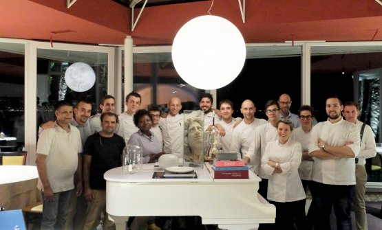 The staff at Lido 84 - there's almost everyone. Left from right: Muhammed Zahoor, Ahmed Shakeel, Andrea Puliga, Nicholas Berardi, Aliguettu Billa, Dorde Milinkovic, Gilles Fornoni, chef Riccardo Camanini, Ruggero Majolatesi, Andrea Capasso, sous chef Marco Tacchetto, Giancarlo Camanini dining room manager, Cristian Fermo, Martina Sguerso, pastry chef Federica D'Alpaos, Antonino Scirè and sommelier Manuele Menghini. Babar Shahzad and bread maker Luca Pedersoli were not there (photo by Tanio Liotta)
