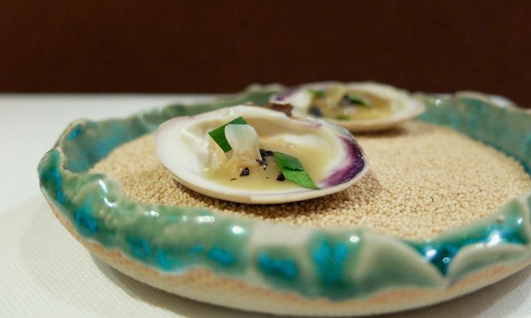 Vongole, aglio, olio, peperoncino, prezzemolo croccante. Buonissime, richiama perfettamente il gusto del condimento di una pasta a vongole