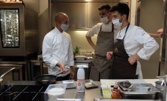 Con il resident chef di Identità Simone Maurelli e il sous chef Edoardo Traverso