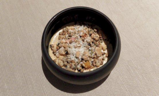 Foie gras e frutta secca, atto quarto: panna cotta al foie gras e arachidi, sesamo bianco e nero, rosa canina, betel