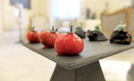 Finti pomodori di pappa al pomodoro e levistico