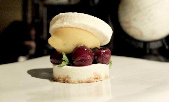Ciliege al vino, mascarpone, passion fruit, marshmallow