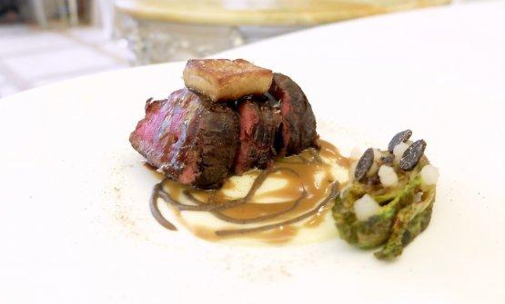 Filetto alla Rossini, emulsione di tartufo nero e foie gras, scaloppa di foie gras, lattughino di mare, gel al Pisco Sour