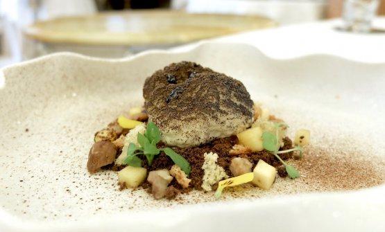 Finto tartufo, crumble al cioccolato salato, pisto di spezie, bavarese di tartufo, cachi e aceto balsamico invecchiato