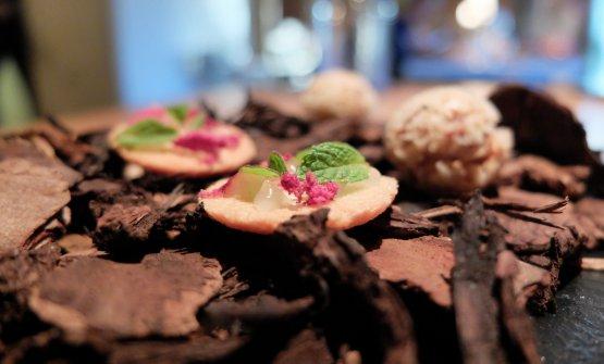 La nostra bella cena nelle foto di Tanio Liotta. S'inizia con un Mezzo macaron alla menta dell'orto
