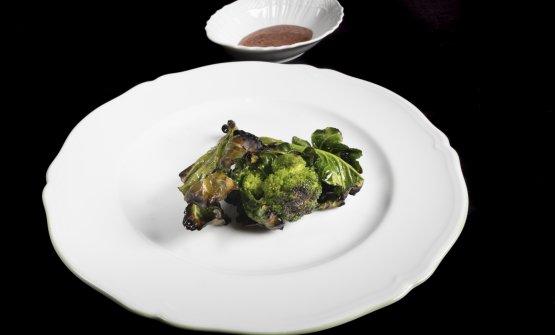 Infiorescenze di broccolo alla brace.Grasso d