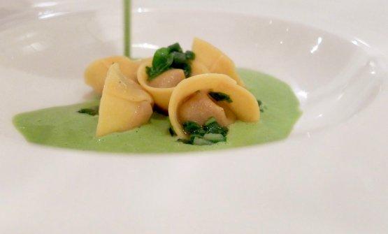 Altro grandissimo piatto, eccellente: Ravioletti di faraona con tenerumi, funghi e pistacchio