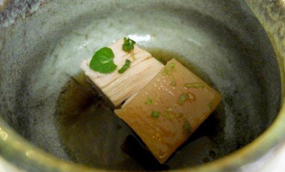 Taiwan: pancia di maiale a cottura lenta servita nel suo brodo e sentori di niputedda. Piatto eccellente. Il maiale è allevato dal papà di Colombo. La niputedda è la nepitella