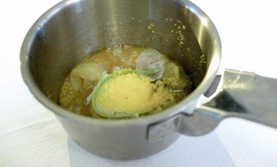 """Casa: uovo Aia Gaia cotto a bassa temperatura, zucchina sciclitana in diverse consistenze. Aia Gaia è l'allevamento """"felice"""" di Ciccio Sultano"""
