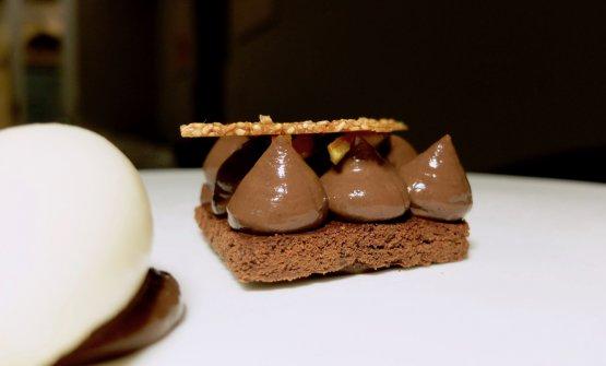Mousse al cioccolato al cardamomo, mudecake e sorbetto pere zenzero