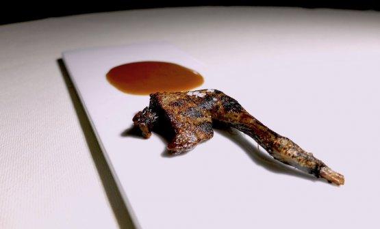 La Coscia del piccione stracotta tre ore nel burro, con il suo ristretto