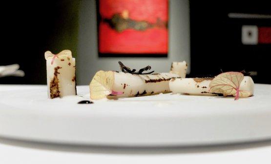 Betulla: crema di mandorle amare, linfa di betulla, tartufo nero, scorzonera, foglie di patata