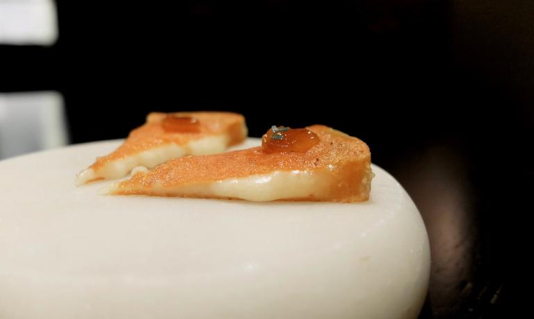 Caciocavallo, confettura di mandarino cinese, mele annurche e ruta