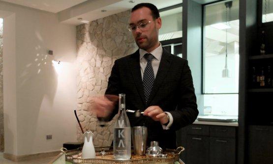 Buonannoabbina un cocktail di vodka (la toscana Vka) e purea di albicocche...