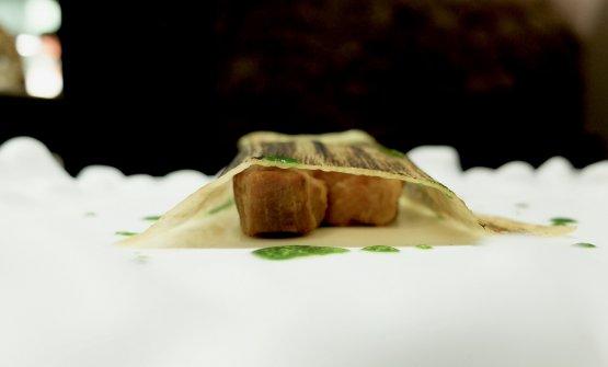 Pancia di maiale (bollita e poi fritta), porro ed estratto di prezzemolo