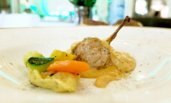 Quaglia ripiena di foie gras cotta al fumo con emulsione in salsa di tartufo e purea di patate al tartufo