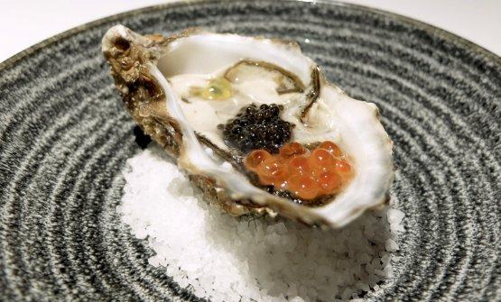 L'ostrica di Paolo Gramaglia:ostrica, uova di salmone, passion fruit, caviale Beluga