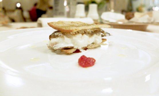 Acciuga marinata, stracciatella di bufala, crostino con salsa agli agrumi gelificata, yuzu, marmellata di peperoncino