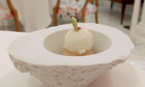 Pre dessert: Sorbetto al limone di Punta Campanella, morbido di fichi, croccante al pistacchio, saba ai frutti rossi