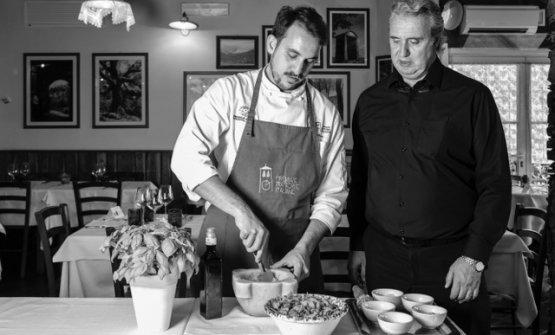 Lo chef Simone Circella con Sergio Circella, maître del ristorante